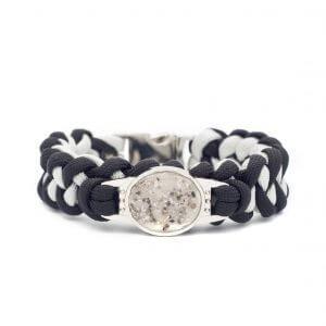 Paracord armband as